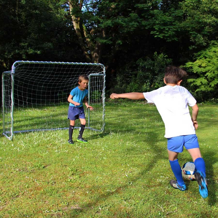 Porte da calcio per il giardino dimensioni materiali e - Dimensioni della porta da calcio ...