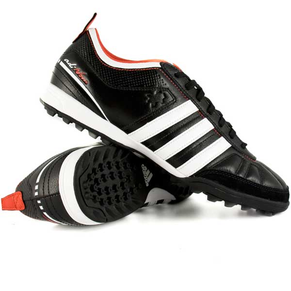 new product 11ea7 563dc Scarpe da calcetto Adidas