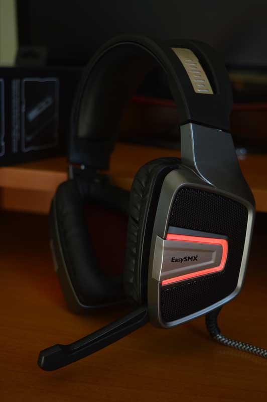 Cuffie da gaming EasySMX modello ESM-G291 esteticamente
