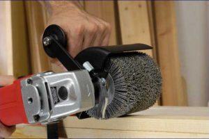 Spazzolare il legno