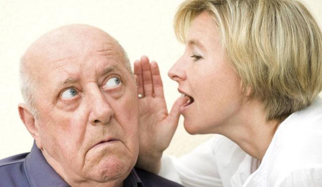 Uomo con l'udito debole