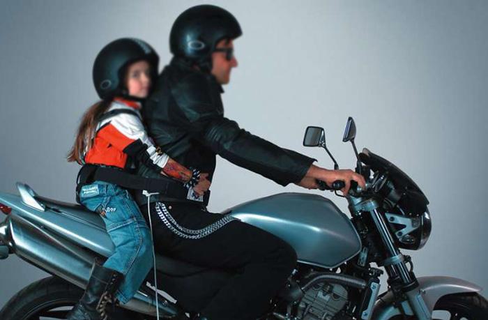 Portare bambini in moto